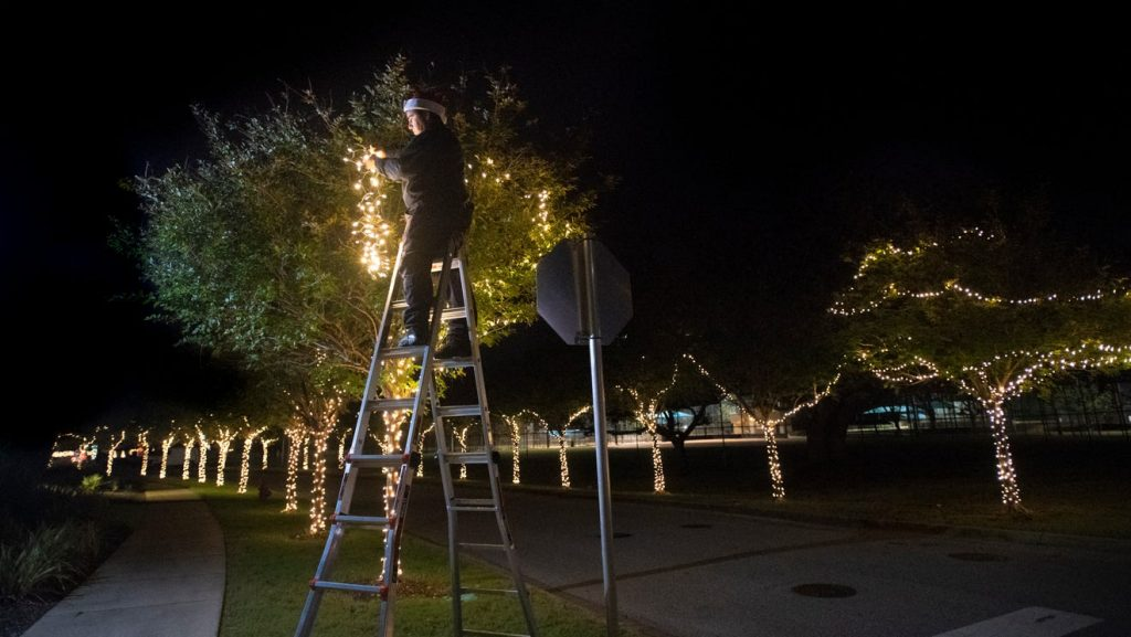Gulf Breeze plans 'reverse Christmas parade' for Dec. 12, complete with big lights display