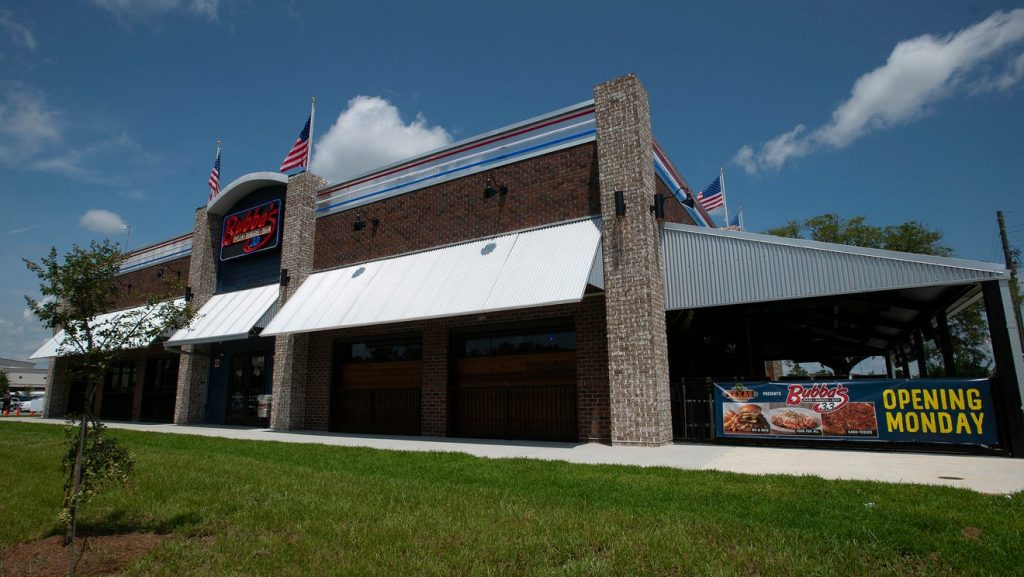 First Pensacola Bubba's 33 family restaurant and sports bar opens Monday on North Davis
